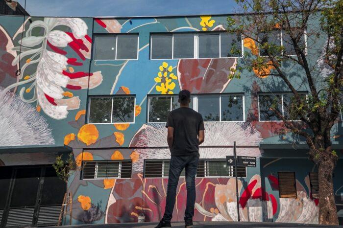 Color BA: mensajes concientizadores y homenajes a ídolos en las paredes de la Ciudad